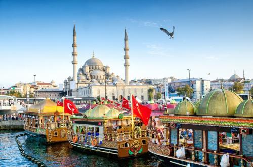 explore istanbul eminonu photo